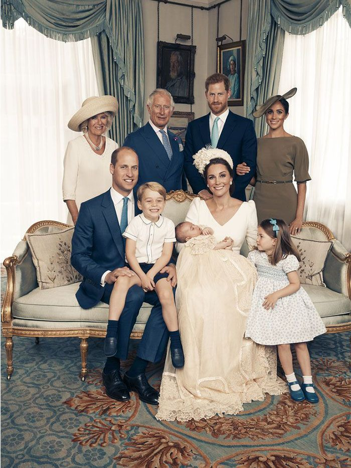 The royal family portraits from Prince Louis's christening are here! https://t.co/OiTVfTPZis