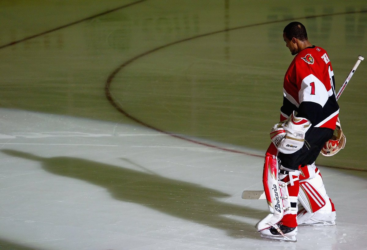 Seen here during the National Anthem before Game 3 of the 2007 Cup Final - Ray Emery played a critical role in taking our city + the @Senators franchise on its most successful playoff run in modern history. Thanks for the memories, Ray. Rest In Peace. <br>http://pic.twitter.com/gNjMvlXSqD