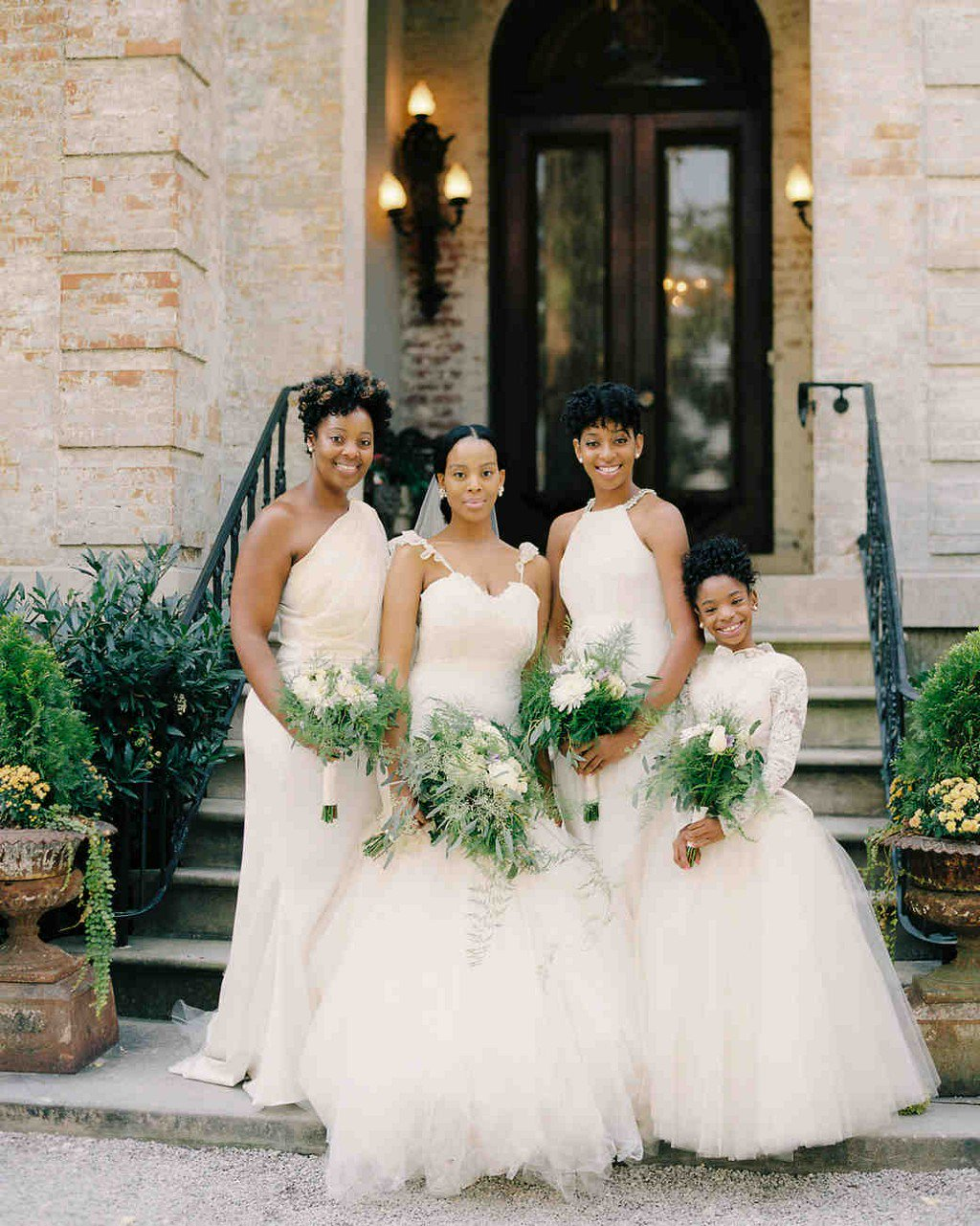 26 Chic Bridal Parties Wearing All-White Dresses https://t.co/arfrNmKBSZ https://t.co/QDU6k4yBLi