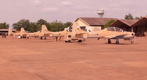 مالي تتسلم 4 طائرات Embraer EMB 314 Super Tucano DiMF8pIU0AAxNJ4
