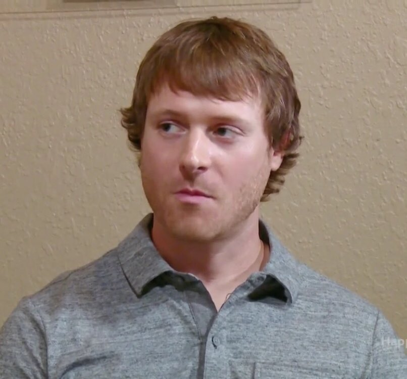 """Russ has the male equivalent of """"May I speak to your manager?"""" hair #90DayFianceHappilyEverAfter #90DayFiance<br>http://pic.twitter.com/x068SMZESy"""