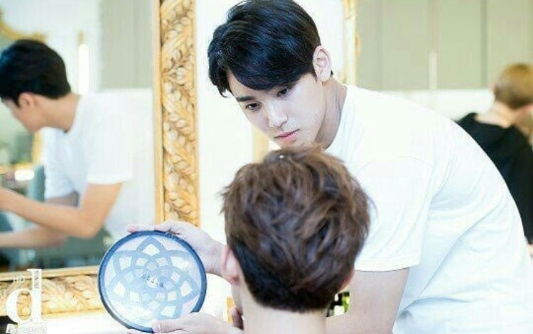 remember when dispatch white washed mingyu but not his reflection<br>http://pic.twitter.com/31AwCKS5Mi