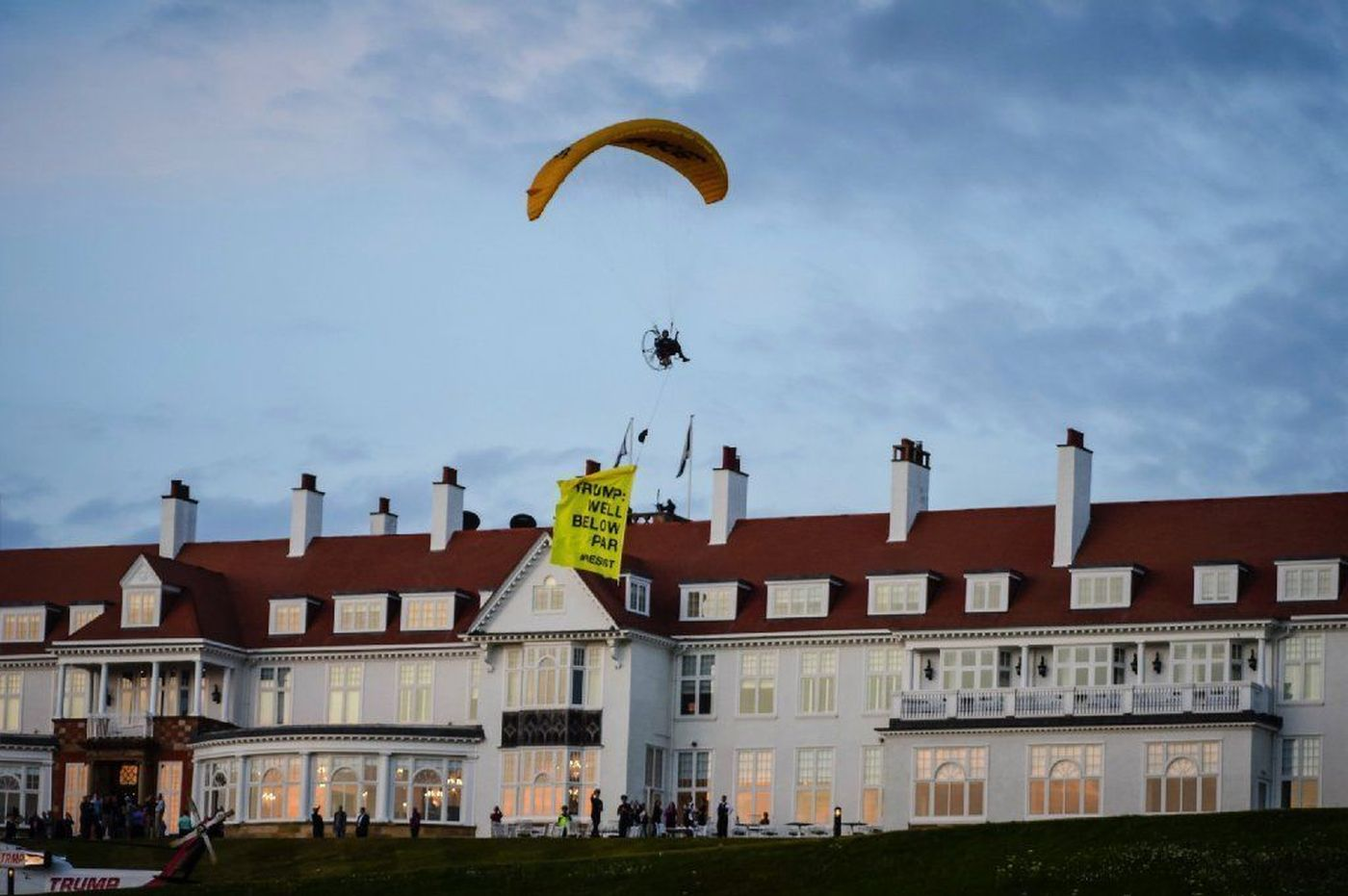 Paraglider arrested and charged after flying close to President Trump in Scotland protest https://t.co/GaJ49L1XT4 https://t.co/VKPoc03GVk