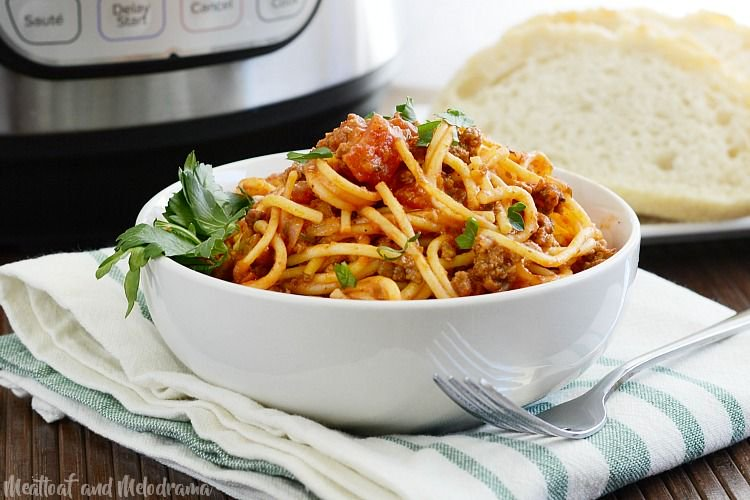 This #instantpot spaghetti #recipe is perfect for feeding a crowd! #food https://t.co/Nmw6s0365G https://t.co/s5MIaD9n7Q