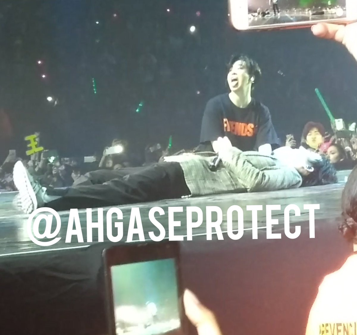 Seeing #Youngjae happy, dancing, jumping &amp; enjoying the concert made my heart relief~   I know he would overcome his sickness by the thought of meeting with thousands of IGOT7 which give him strength.   Thank you to IGOT7 worldwide for showing sunshine Youngjae your love  <br>http://pic.twitter.com/OzUdCt7pOs