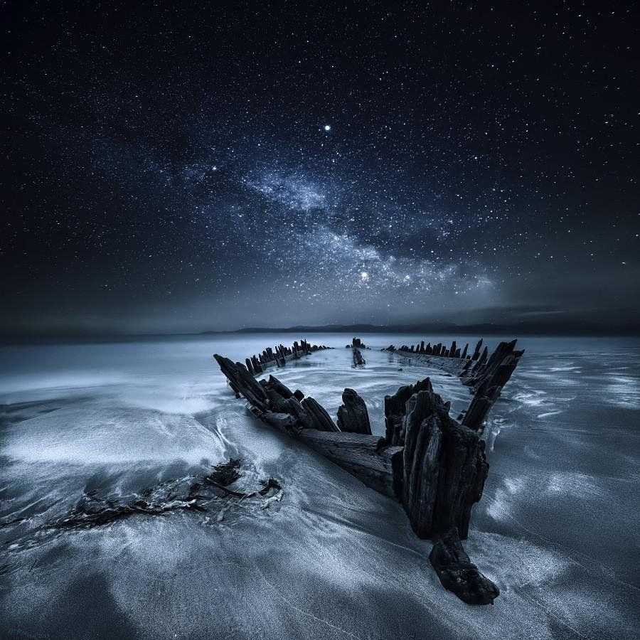 #Space: an old #shipwreck, the sea & a chunk of #MilkyWay. #GoodMorning! https://t.co/T5PFpzGsBh via @500px