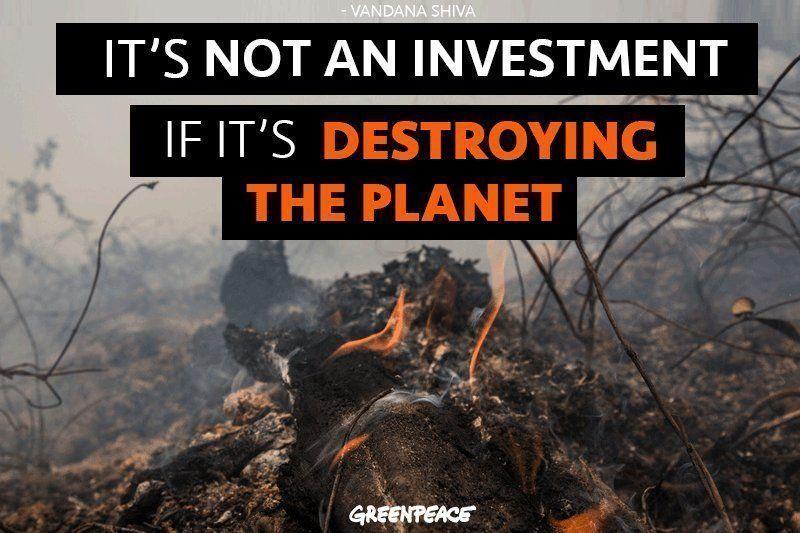 ".@JustinTrudeau ""Remember It&#39;s Not An Investment If It&#39;s Destroying the Planet&quot;  ~Vandana Shiva.  RT if you want panels not pipelines.  #Climate #Energy #cdnpoli #bcpoli #NoKXL #StopKM #WaterIsLife #JustinCrudeau<br>http://pic.twitter.com/UTFz2ls2ZN"