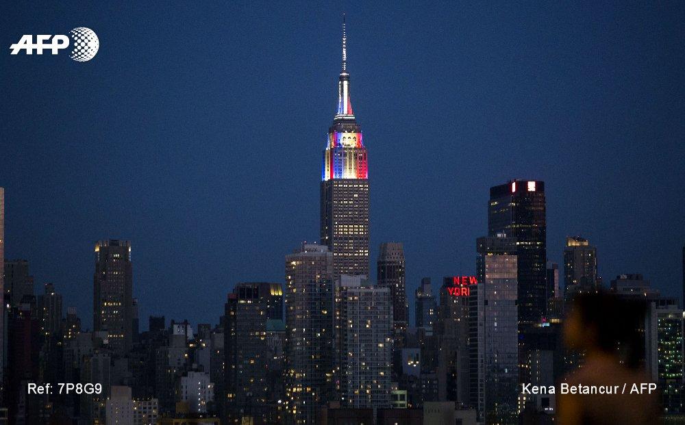 #CM2018 L'Empire State Building se pare de bleu-blanc-rouge pour rendre hommage aux Bleus champions du monde #AFP