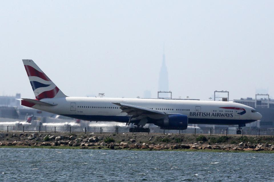 British Airways took in a record $1B from flying passengers between London and New York https://t.co/SF2cLHu9wq https://t.co/qt4Hxg7z9m