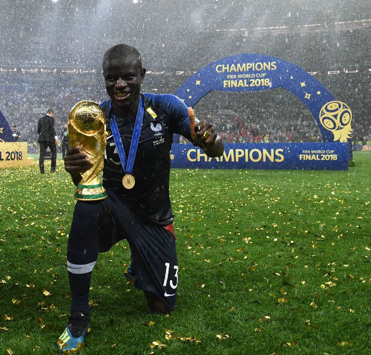 World champions! 🏆 @nglkante @_OlivierGiroud_   #MondayMotivation