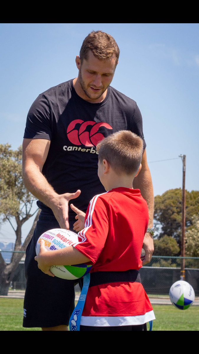 #England7s out and about making friends with the locals in San Francisco 🇺🇸 Follow the build-up to the #RWC7s on englandrugby.com 🌹