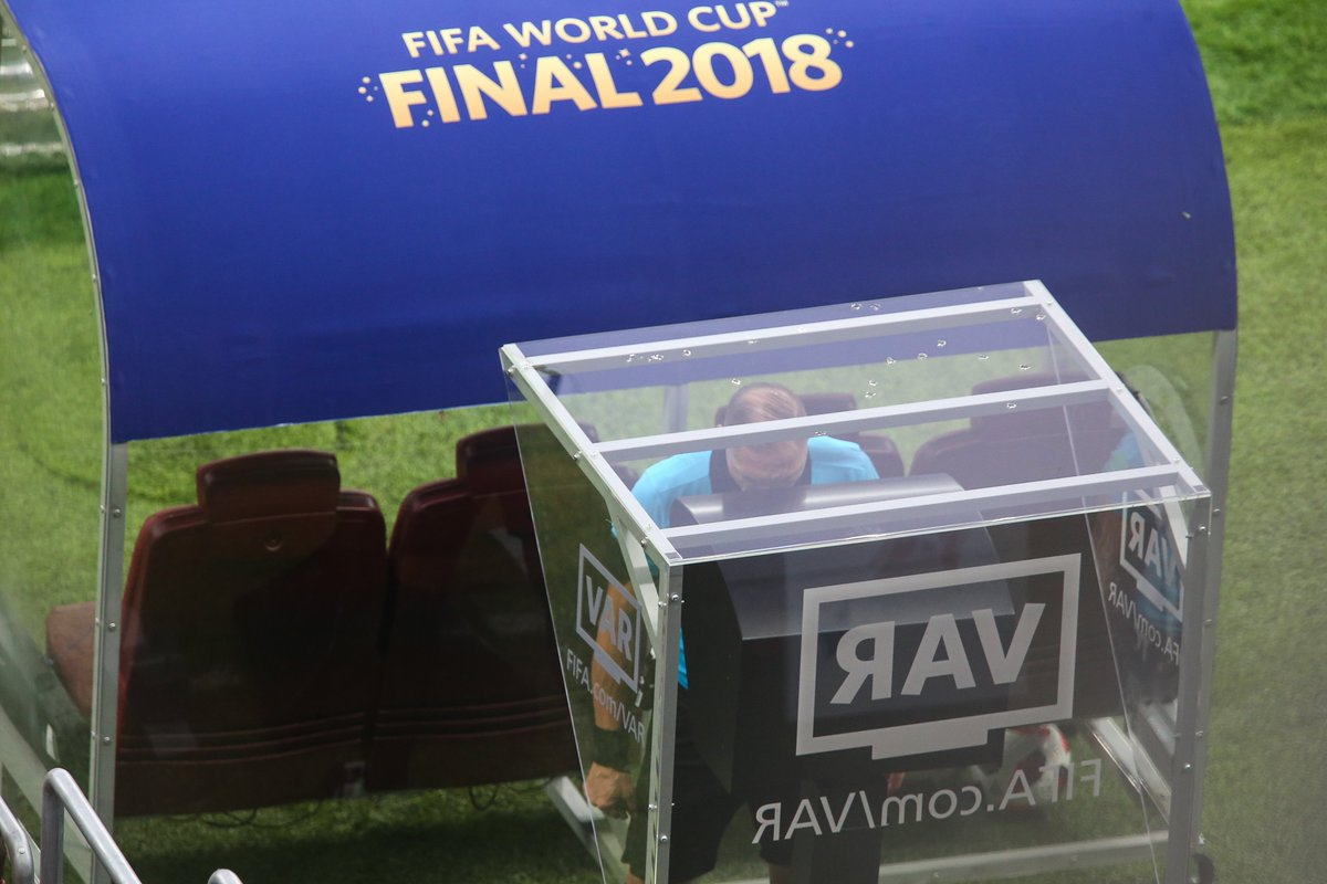 Campeão do mundo pela Espanha critica o VAR e é apoiado por Suárez - https://t.co/3de0xFJWma