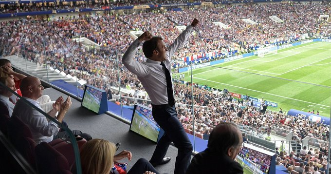 This iconic picture of Emmanuel Macron was the perfect finish to the #worldcup Foto