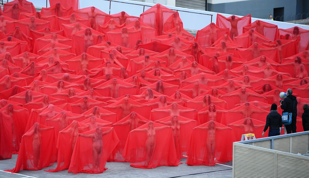 test Twitter Media - Spencer Tunick is back at it again with another incredible photo shoot. Check out the images here: https://t.co/VHxUU9EH4S #ClothesFree #NudeIsNatural #Naturist #natural #NudeIsNotRude #FreeYourBody #BodyFreedom https://t.co/pnlDvBxd1O