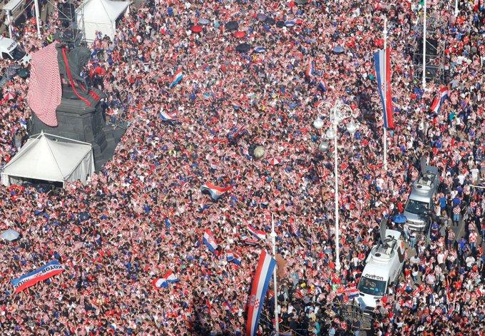 Emmanuel Macron se adueña de las celebraciones del Mundial con un show mediático. Foto