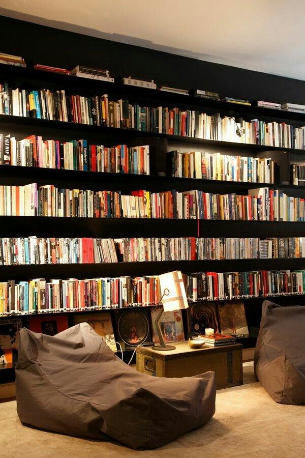 #RetuíteSeVocê Adoraria ter uma estante enorme de livros. https://t.co/gcHsuCmmZQ