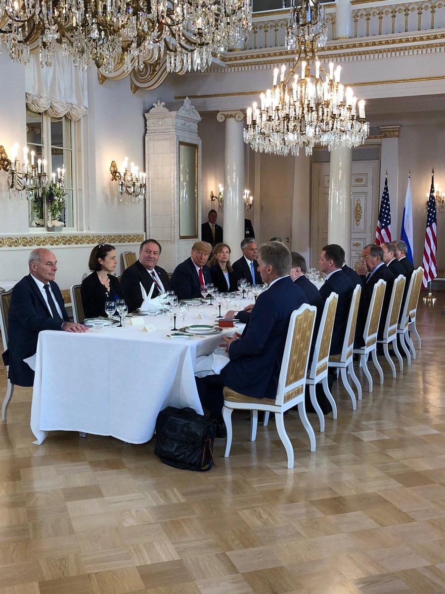 """""""Wie läuft es, Mister President?"""" rufen Reporter #Trump zu als sie nach 2 Std 10 Minuten Einzelgespräch mit #Putin den Beginn der bilateralen Delegationsgespräche verfolgen dürfen. """"Ein sehr guter Start!"""" antwortet der Präsident. Was das heißt? Rätselraten Mal wieder @tagesschau"""