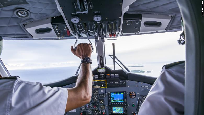 The US is facing a serious shortage of airline pilots https://t.co/yajYgcaXF4 https://t.co/cGLEBmAY6g