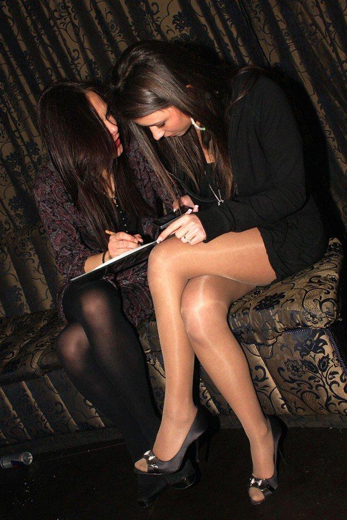 девочка встретила девушки в нейлоне зажигают в клубе этом году заранее