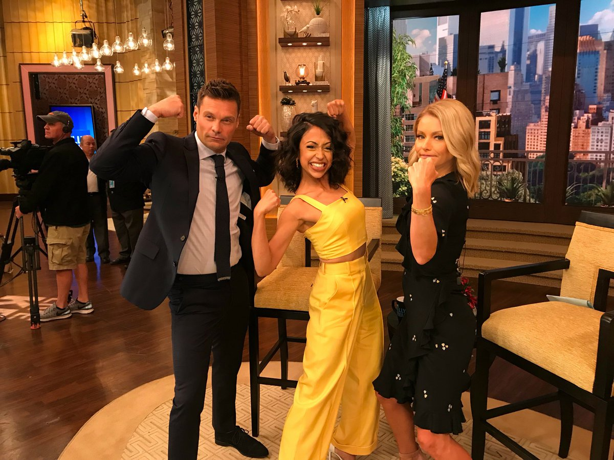 These two are all about exercise, I'm all about the extra fries. Thanks for stopping by @lizakoshy! #kellyandryan