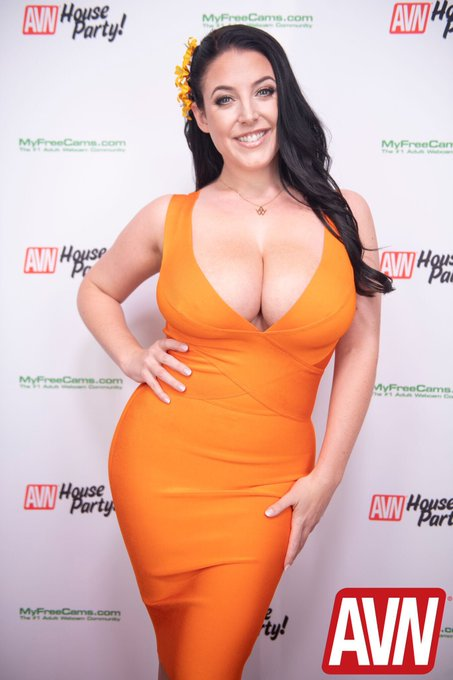 Red carpet at the @AVNMediaNetwork House Party 🧡 Photo by @kogafoto 📸 https://t.co/MgIz5xz8Ee