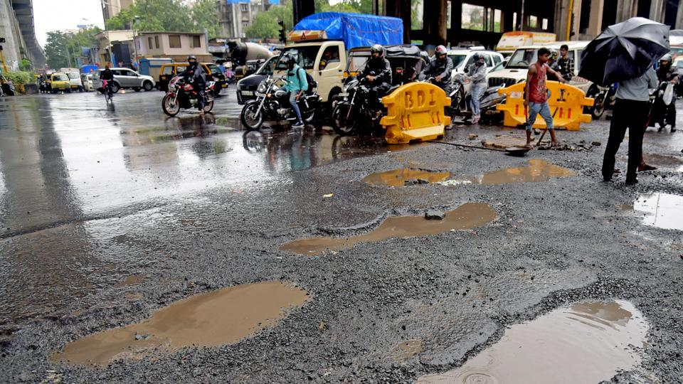 Why citizens in #Mumbai will keep dying due to potholes, @shailesh505 writes  https://t.co/9igoOQpLDA