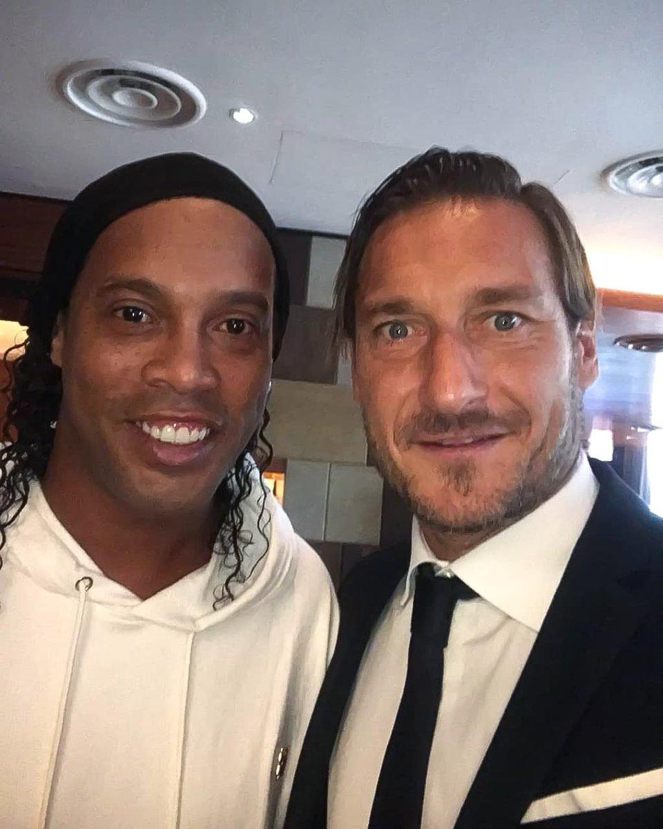 Meu amigo @Totti, um dos grandes camisa 10 da Itália! 🤙🏾