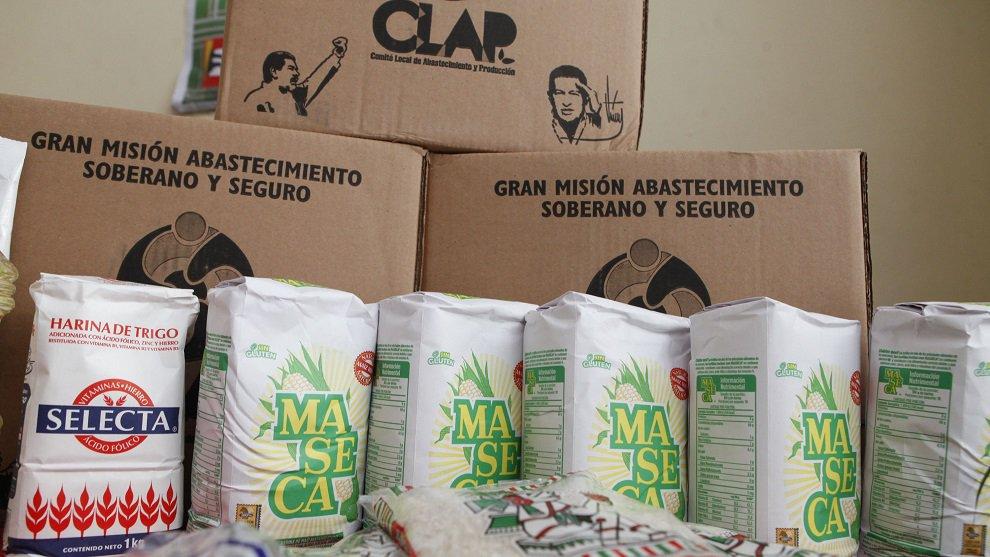 El ministro colombiano de Hacienda, Mauricio Cárdenas, dijo que existe un entramado que vende alimentos esenciales para la población en Venezuela a sobreprecio y desvía fondos a 'cuentas de funcionarios o testaferros del régimen de Maduro' https://t.co/C1Wq751kvz
