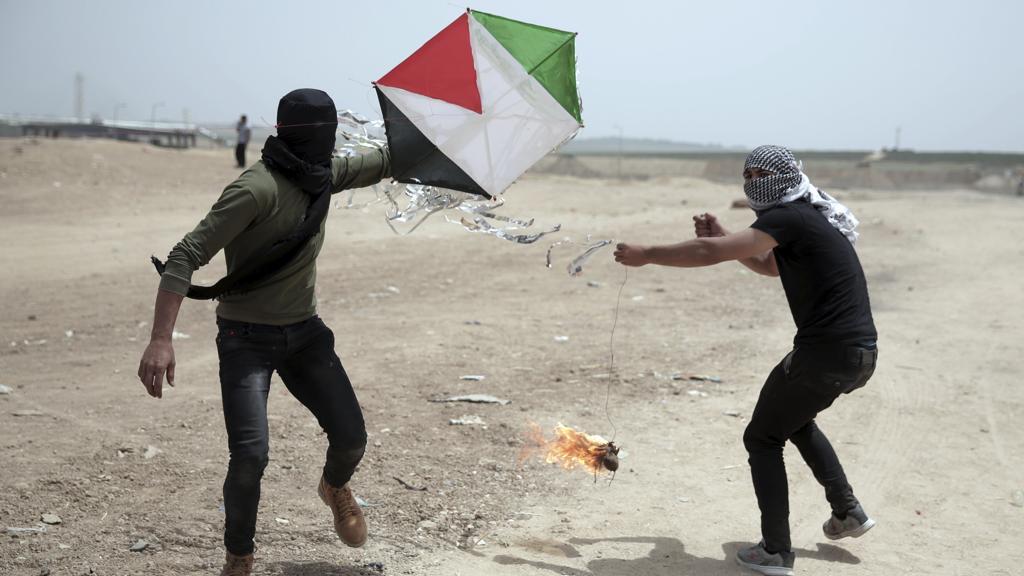 Gaza, Hamas lancia palloni incendiari, nuovi raid israeliani https://t.co/MbaRK7wvIt
