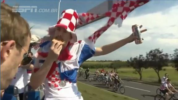 Jogadores da Croácia aproveitam cerveja e pizza na volta para casa ASSISTA! #ESPNnaRússia  https://t.co/L75zYpGooZ