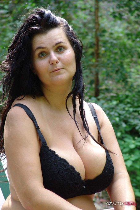 flashback to like 2008 ... do you like it? #nature #wife #bra #blackbra #longhair #blackhair https://t
