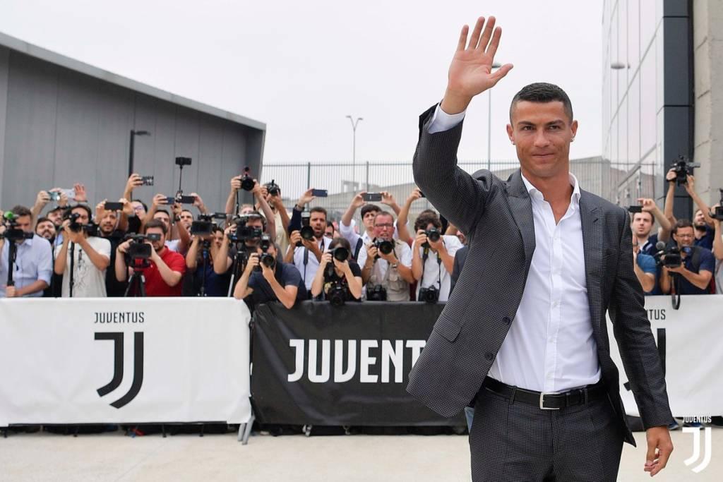 Greve em protesto por contratação de @Cristiano Ronaldo fracassa: só 5 de 1.700 trabalhadores cruzam os braços  https://t.co/3kBN33Aoyk