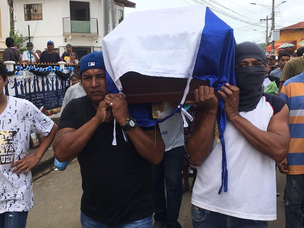 Monimbó entierra a uno de los suyos. Jose Antonio Sevilla.