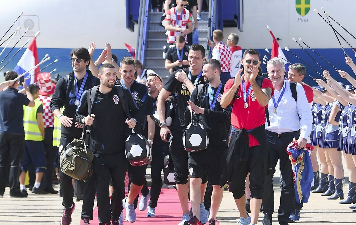 #WorldCup #CRO  Croatians give heroes' welcome to @FIFAWorldCup squad  ➡️ https://t.co/xCLIsxp42r