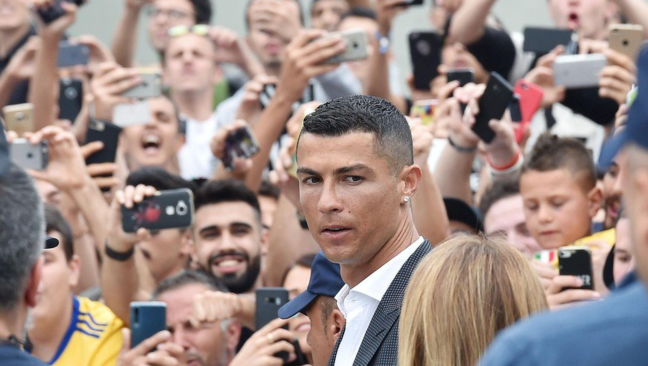 La Juventus presentó a Cristiano como nuevo integrante del equipo https://t.co/fJPGfgTVsG  https://t.co/mCXnkDu5Ys