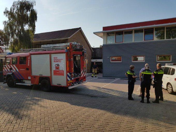 Kleine binnenbrand aan de Lierweg te DeLier. Garage/ schuur wordt geventileerd door de brandweer. https://t.co/h529RlaORj