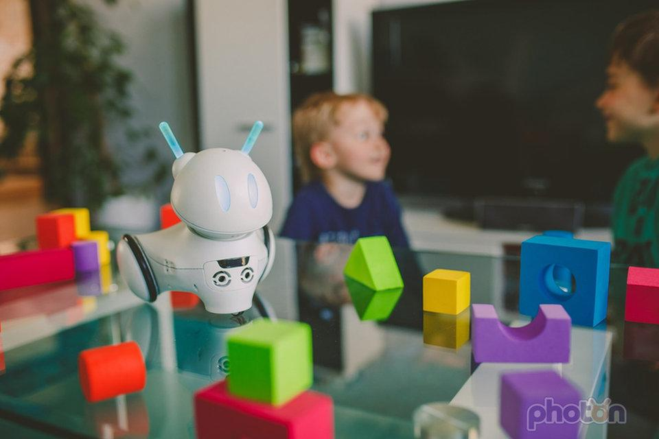 .@PhotonRobot  is a little robot that helps introduce kids to programming by bringing their code to life https://t.co/xO2EP6ZXT7 via @businessinsider