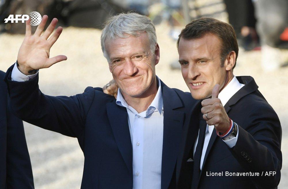#CM2018 Didier Deschamps et Emmanuel Macron devant l'Elysée #AFP