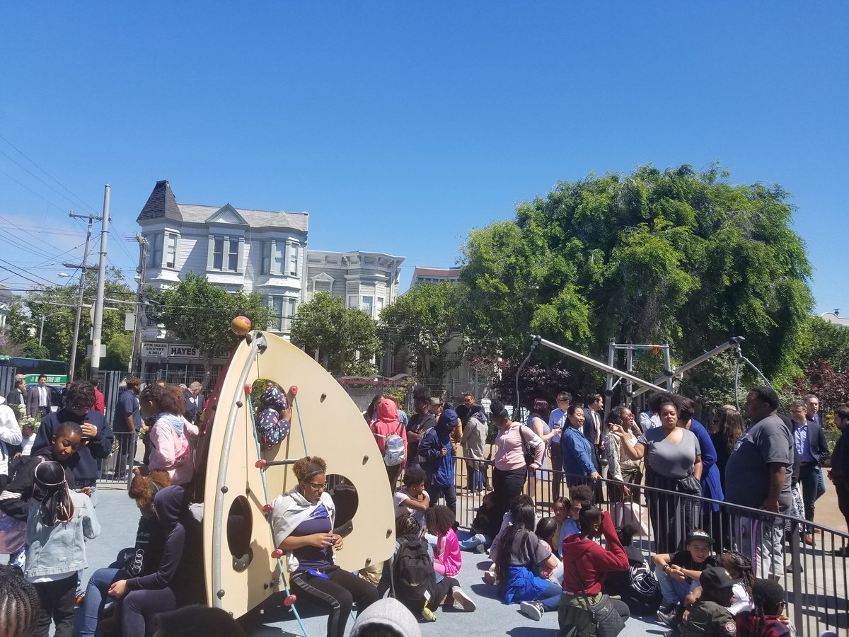 Lots of kids (and adults) wait for Mayor @LondonBreed at Hayes Valley Playground. Breed is soon to announce that Vallie Brown will be replacing her as SF district 5 supervisor.   @KQEDnews @KQED<br>http://pic.twitter.com/JtTkkn8AC5
