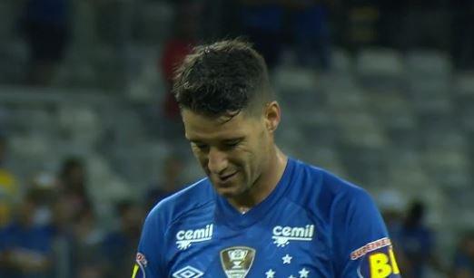 Fim do primeiro tempo, Cruzeiro e Atlético-PR vão empatando por 0 a 0. Mantido este resultado, a Raposa avança às quartas da Copa do Brasil https://t.co/64RZtD1882
