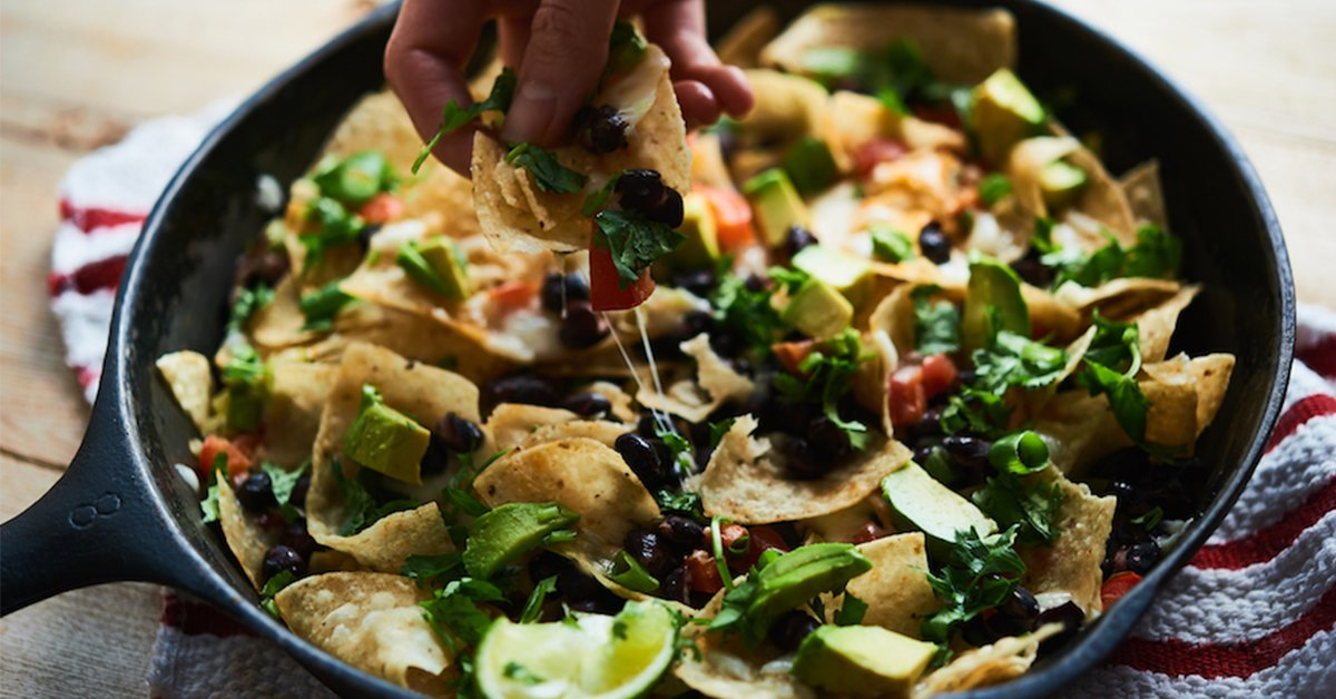 These campfire nachos are the ultimate camping snack: https://t.co/G4QM9FArxz https://t.co/KyLG1CHPHc