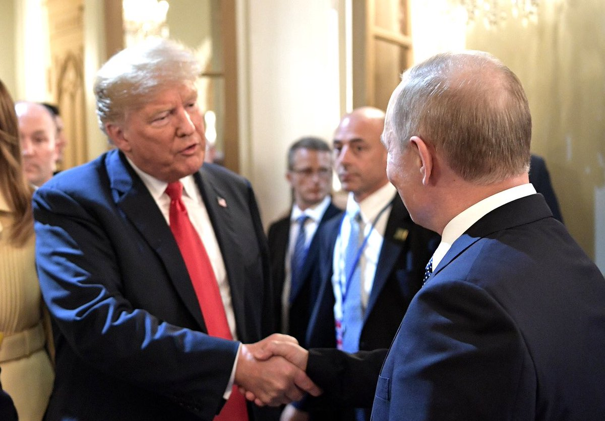 Путин о Трампе: Он квалифицированный очень человек, он в материале, он слушает, воспринимает аргументы. По некоторым вопросам остается при своем мнении