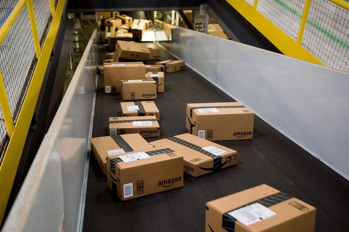 Amazon site crashes on #PrimeDay, threatening $3.4 billion haul https://t.co/u7iSGD77FH