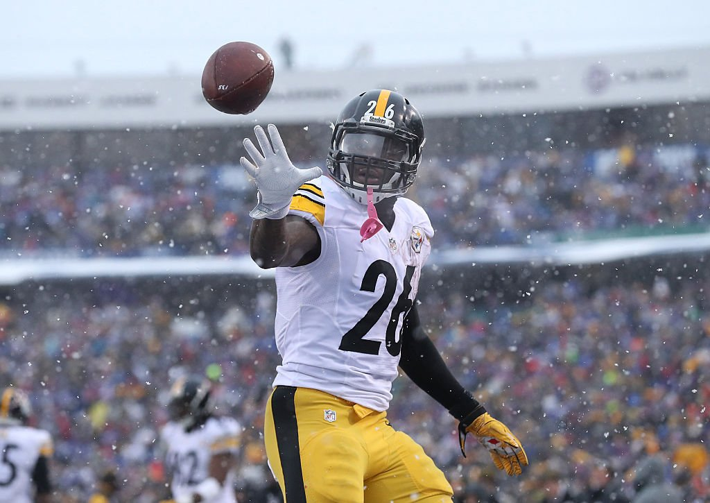 """Le'Veon Bell's agent says this season """"likely will be Le'Veon's last season as a Steeler"""" after RB and team don't come to agreement ahead deadline, per @AdamSchefter 😳 https://t.co/6jx4lNePg6"""