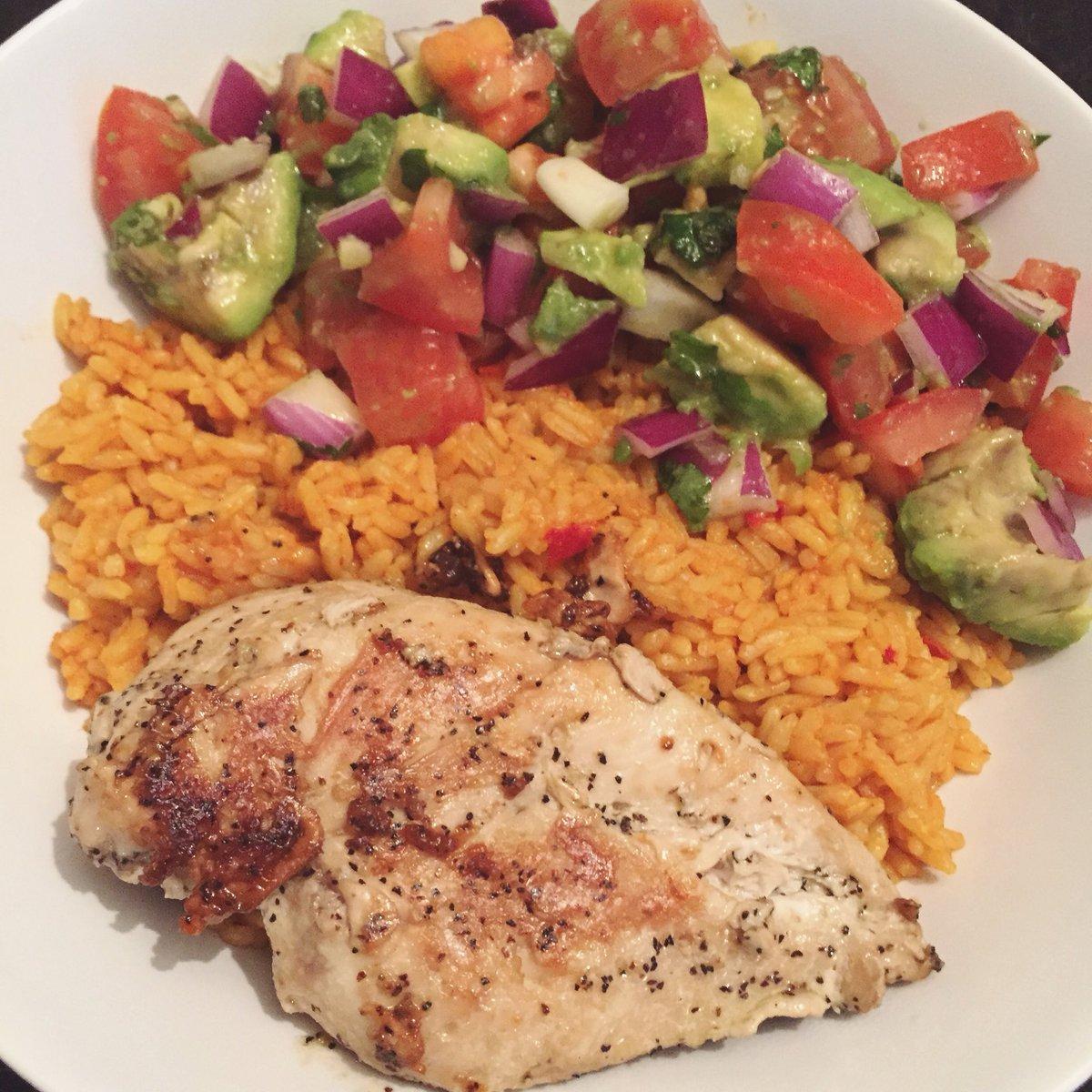 Yummy makeshift burrito bowl for dinner 😋 #HealthyFood #foodporn https://t.co/DjDW2h7nZv