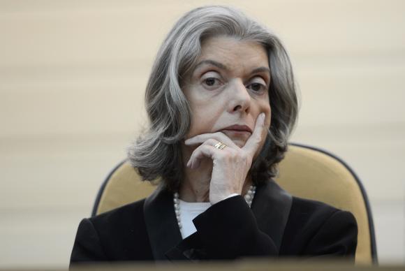Pela 3ª vez, Cármen Lúcia assume presidência durante viagem de Temer  https://t.co/TrZ7QDAReX 📷Tânia Rêgo/Arquivo/Agência Brasil