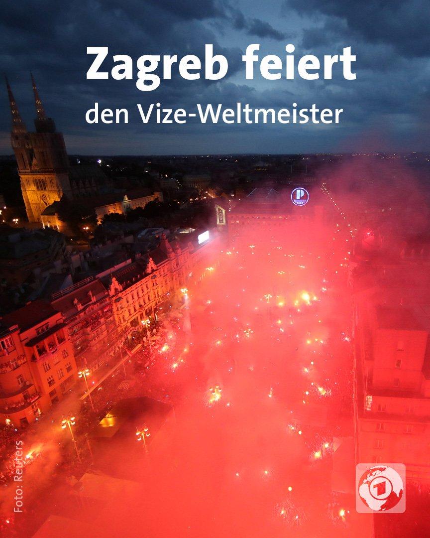 Der Vize-Weltmeister #Kroatien hat auf dem Ban-Jelacic-Platz in Zagreb mit seinen Fans gefeiert. #FRACRO #WMFinale