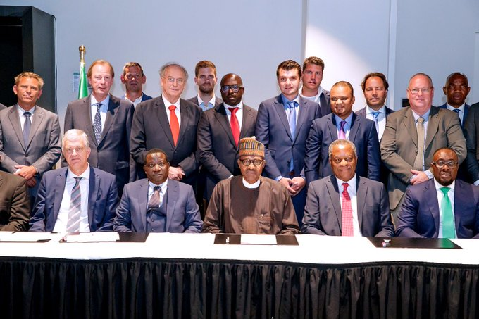 I was very pleased to hear directly from the CEOs about their investment & expansion plans for Nigeria. From Vlisco's plan to invest in a Textile Park; to FrieslandCampina's project that will utilize 100% locally sourced milk; and Cownexxion's interest in building cattle ranches. Foto