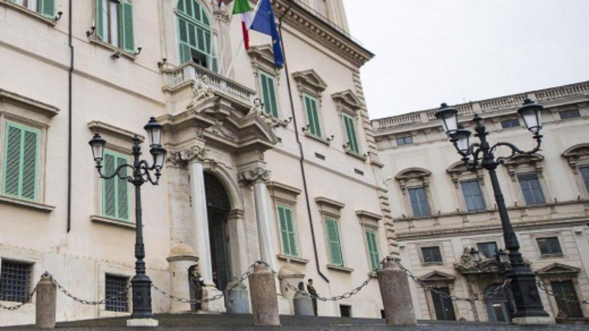 Maltempo,albero cade su garitta palazzo Quirinale:carabiniere illeso #quirinale https://t.co/Is7e5RU7Jk