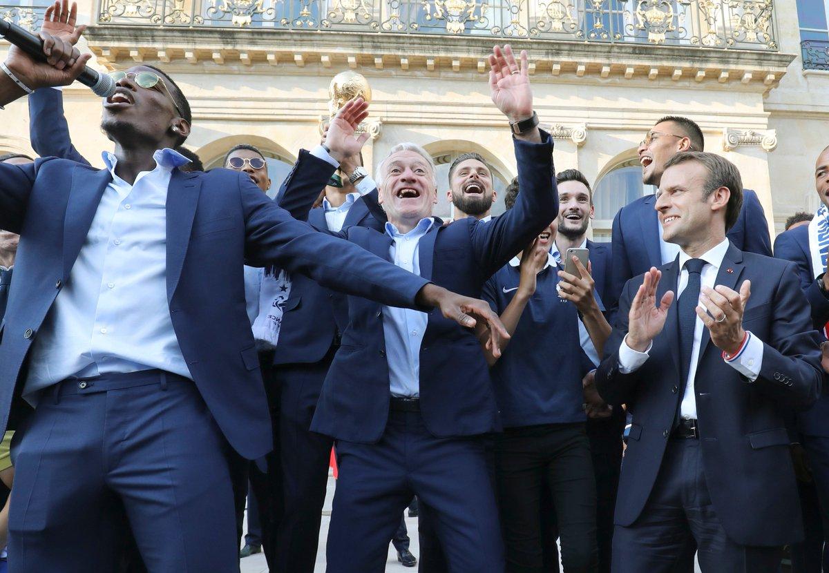 Paul Pogba fait un dab avec Emmanuel Macron https://t.co/2L6tmq4zZZ